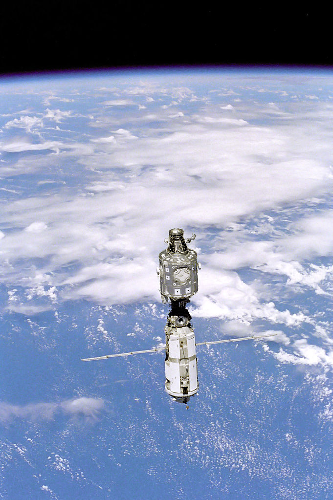 681px-ISS_June_1999